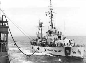 USCGC_Owasco_(WHEC-39)_conducting_UNREP_Market_Time